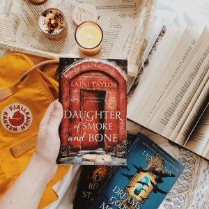 Daughter of Smoke and Bone, Laini Taylor book photo